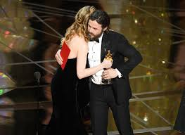 brie larson casey affleck casey affleck and brie larson photos photos 89th annual academy
