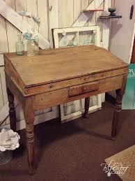 Pictures Of Antique Desks Best 25 Antique Writing Desk Ideas On Pinterest Writing Bureau
