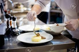 mouvement cuisine chef de cuisine est la décoration délicieux plat flou de mouvement