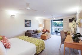 studio apartment couran cove island resort