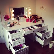 Diy Desk Vanity Ideas For Making Your Own Vanity Mirror With Lights Diy Or Buy