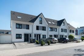 Einfamilienhaus Reihenhaus Doppelhaushälfte Eigentumswohnung Einfamilienhaus Reihenhaus
