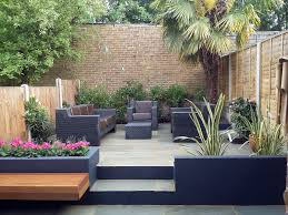 full size low maintenance garden design with green grass and