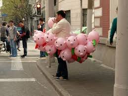 pig balloons selling pig balloons really brings home the bacon superlol