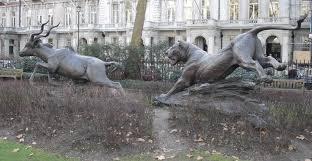 lioness sculpture file lioness lesser kudu sculpture grosvenor gardens jpg