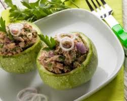 cuisiner courgette ronde recette courgettes rondes farcies au thon coulis de tomate et persil