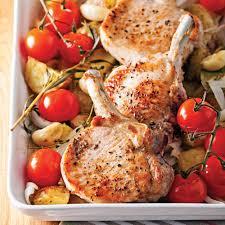 cuisiner porc côtelettes de porc et légumes rôtis soupers de semaine recettes