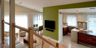 cuisine salon aire ouverte une cuisine moderne au centre d une aire ouverte colobar