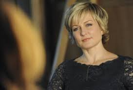 back view of amy carlson hair blue bloods amy carlson breaks silence on shocking exit tv fanatic