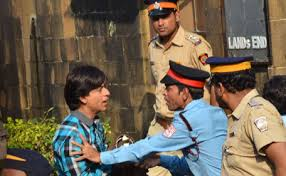 Shahrukh Khan House Fan U0027 Moment Shah Rukh Khan Stopped From Entering His House