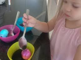 dye easter eggs frugally with food coloring mommysavers