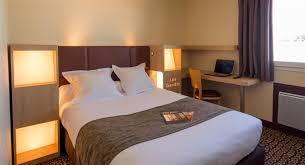 h el dans la chambre chambre standard de l hotel bayonne hôtel les êts