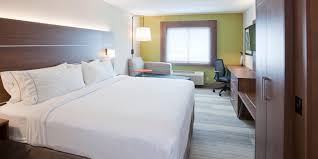 Minneapolis Bed And Breakfast Holiday Inn Express Roseville St Paul Hotel By Ihg