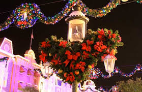 magic kingdom christmas lights which disney park to visit on christmas day the dis unplugged