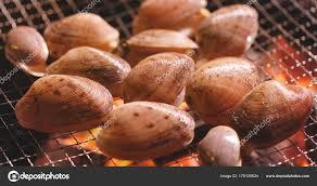cuisiner des palourdes fraiches palourdes fraîches grillades sur feu barbecue photographie