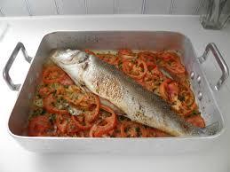 cuisiner du bar au four poisson bar au four façon portugaise peixe no forno à portuguesa