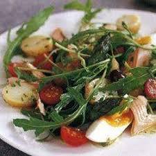 cuisiner de la truite recette salade printanière à la truite fumée toutes les recettes