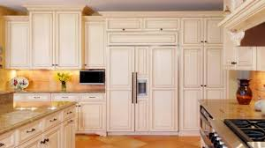 Diy Installing Kitchen Cabinets by Installing Kitchen Cabinets With Light Colors And Carpet Use On