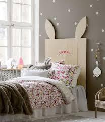 chambre lapin tête de lit bois lapin pour la chambre d une enfant