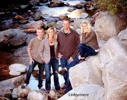 Outdoor Family Picture Ideas Family Picture Ideas Family Portrait 35 Jpg Family Picture Ideas