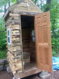 Outhouse Floor Plans by Inside Of The Pallet Outhouse Turned Out Amazing Still Need To