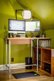Build A Studio Desk by 37 Diy Standing Desks Built With Pipe And Kee Klamp Simplified