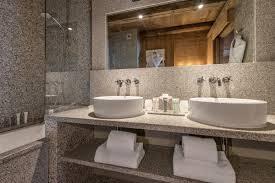 hotel baignoire dans la chambre les fermes de hotel et spa de luxe à megeve