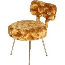 chaise dorée chaise dorée en aluminium et en polyester 1950 design market