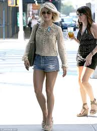 how does julienne hough style her hair julianne hough shows off her toned legs in daisy dukes julianne