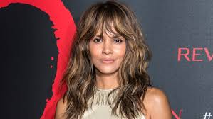 harry berry hairstyle halle berry s hair is a short pixie cut again