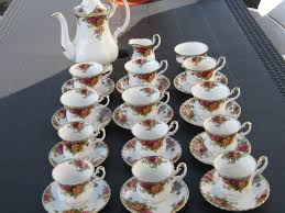 roses tea set royal albert country roses tea and coffee set 27 pieces