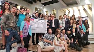 imagenes de familias aztecas tv azteca produce teleserie cómica tres familias medios