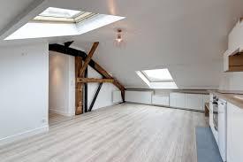 location salle avec cuisine lit sous pente de toit salle de bain sous combles dressing sous avec