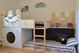 chambre ikea enfant lit kura mezzanine et bureau intégré