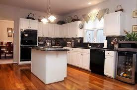 White Appliance Kitchen Ideas Kitchen Designs With White Appliances Kitchen Design Ideas Photo