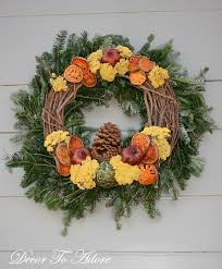 the wreaths of colonial williamsburg decor to adore