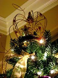 it s beginning to look a lot like gold crown tree