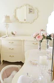 love this all white room pink rose seems to be the focal point