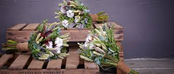 wedding flowers on a budget uk wedding online flowers ask the experts how to deal with your