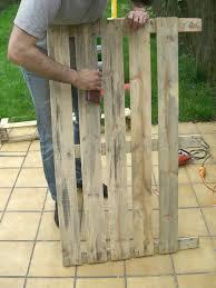 fabriquer cache poubelle comment faire du mobilier de jardin avec des palettes table basse