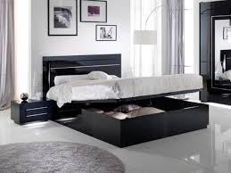 chambre a coucher noir et blanc lit avec coffre de rangement city laque noir chambre à coucher