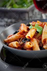 cuisine italienne pates la cuisine italienne pâtes penne à la sauce tomate les olives et