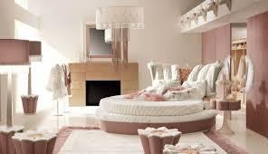 chambre avec lit rond épinglé par graziella bertone sur chambre insolite
