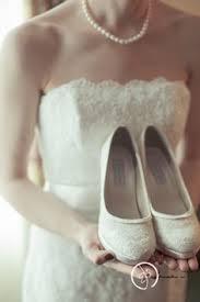 wedding shoes hamilton niagara hamilton toronto wedding photographers and