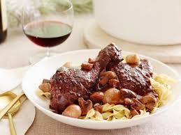 cuisiner un coq coq au vin recette cuisiner et mains