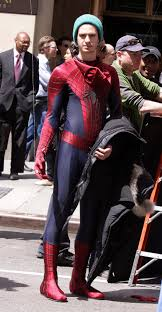 amazing spiderman 2 movie on set photos swoops in to help