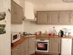 recouvrir meuble cuisine une cuisine rénovée du beau avec de l ancien plans de travail