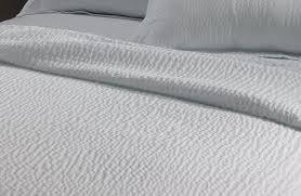 amazon com courtyard by marriott hotel rippled coverlet king