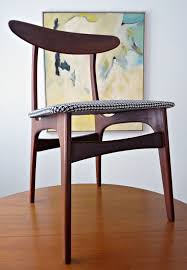 How To Upholster Dining Room Chairs by How To Reupholster Dining Chairs Diy Houndstooth Upholstered