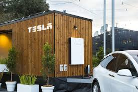 tesla u0027s u0027tiny house u0027 hits road in australia show off solar